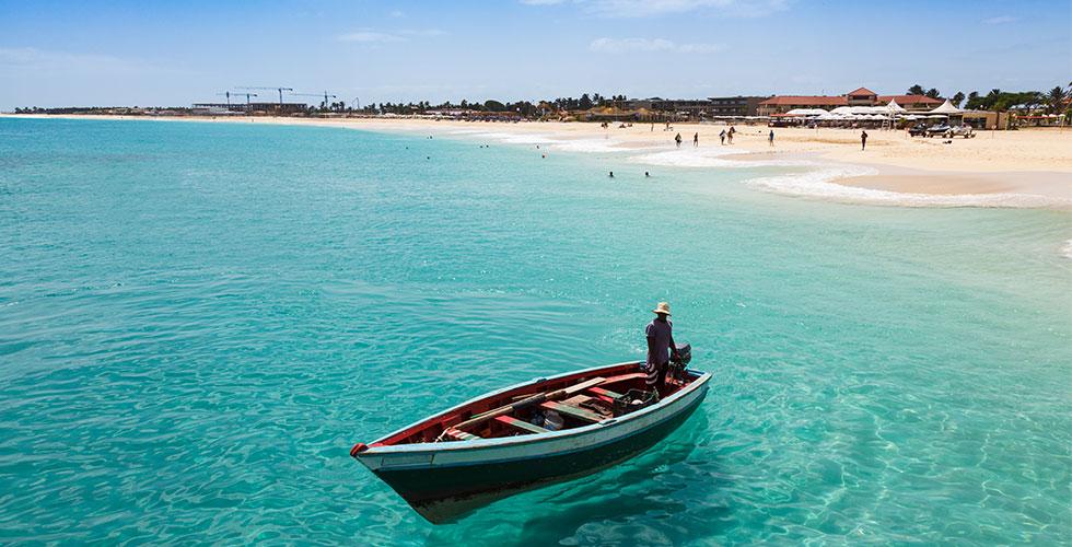 Entspannen Sie sich an den weißen Sandstränden auf den Kapverden